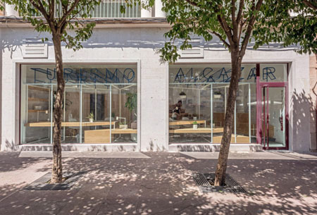 Alcazar-San-Juan-Tourist-Office-PKMN-Architectures-8-600x407